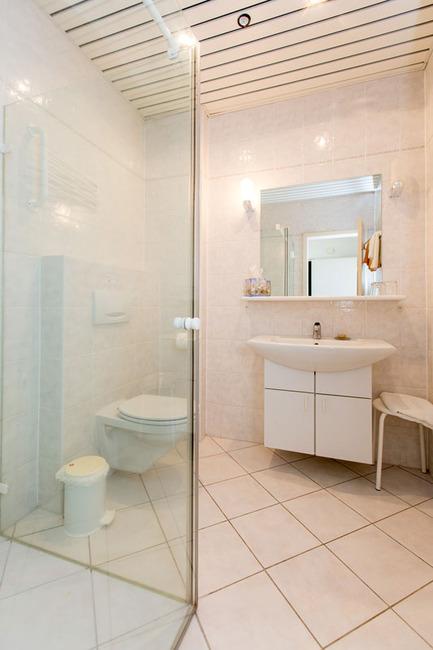 Appartement 4 - Badezimmer mit Dusche