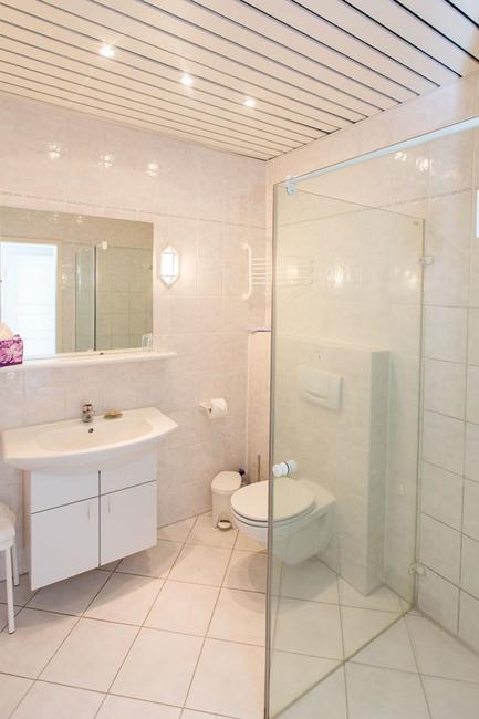 Appartement 3 - Badezimmer mit Dusche