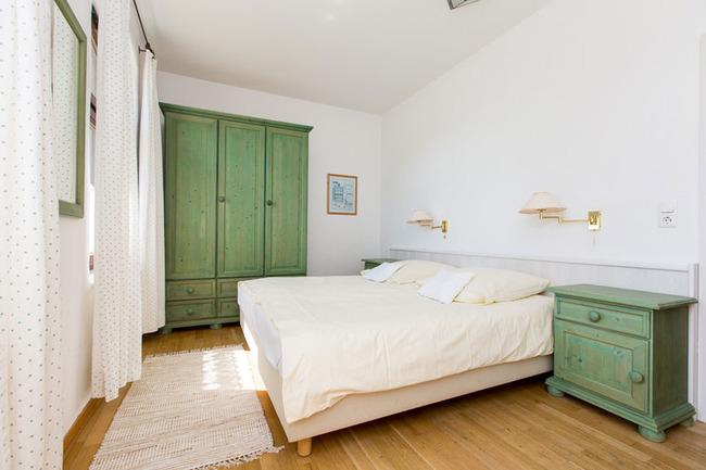 Appartement 3 - Schlafzimmer mit großem Doppelbett