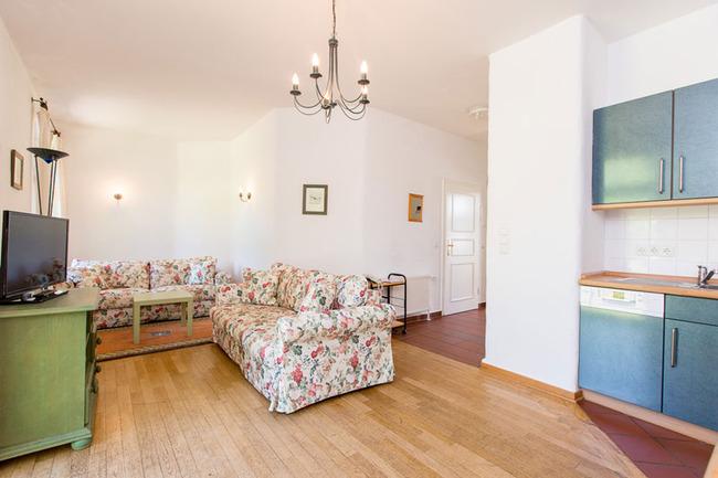 Appartement 3 - Wohnbereich mit Küchenzeile