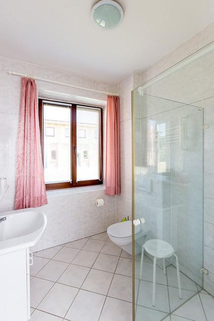 Appartement 2 - Badezimmer mit Dusche