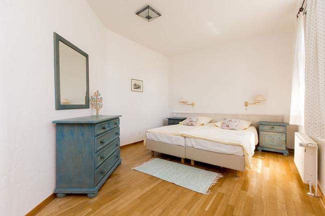 Appartement 2 - großes Schlafzimmer mit Doppelbett