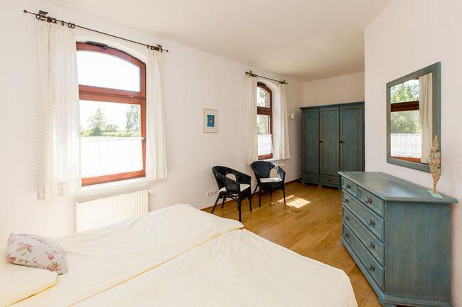 Appartement 2 - Schlafzimmer mit Doppelbett