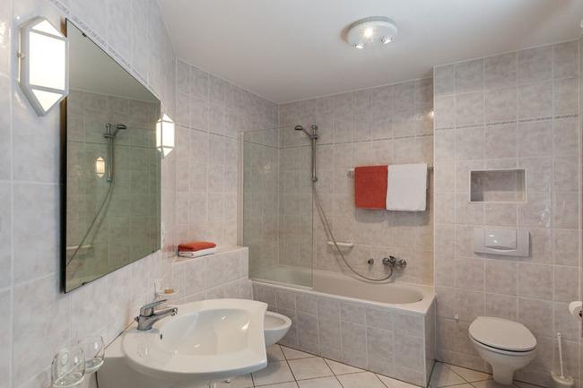 Appartement 1 - Badezimmer mit Wanne