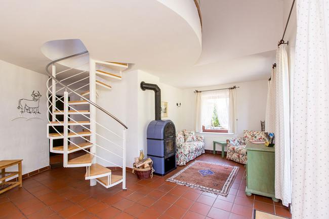 Appartement 1 - Wohnbereich mit Kaminofen