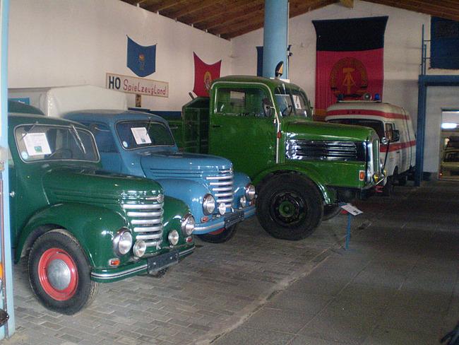 Transporter und Pkw