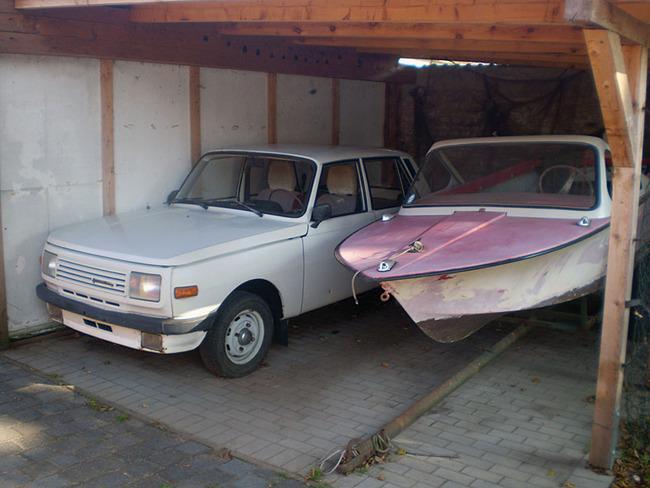 Wartburg und Boot