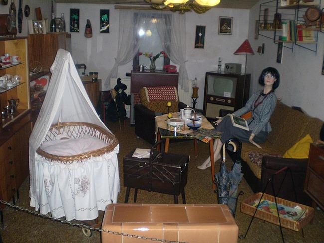 komplett ausgestattetes Wohnzimmer