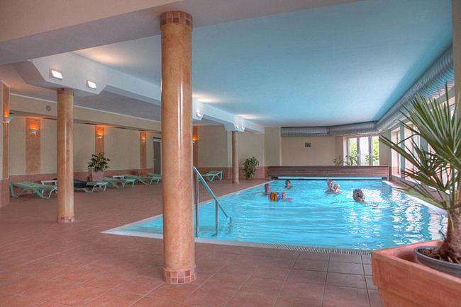 Schwimmbad im Fit & Relax Bereich