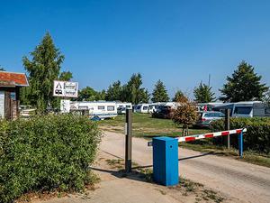 Einfahrt zum Campingplatz