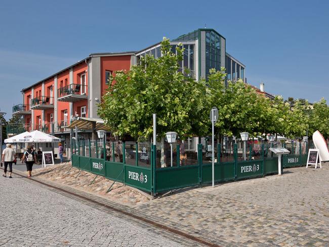 Restaurant Pier 3 mit Terrasse