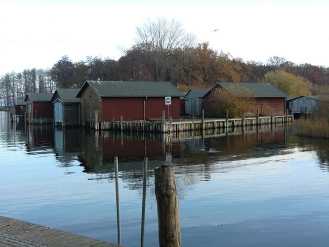 Bootsschuppen am See