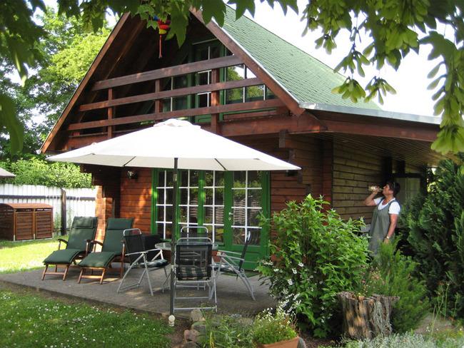 Haus 1 Aussenansicht mit Terrasse
