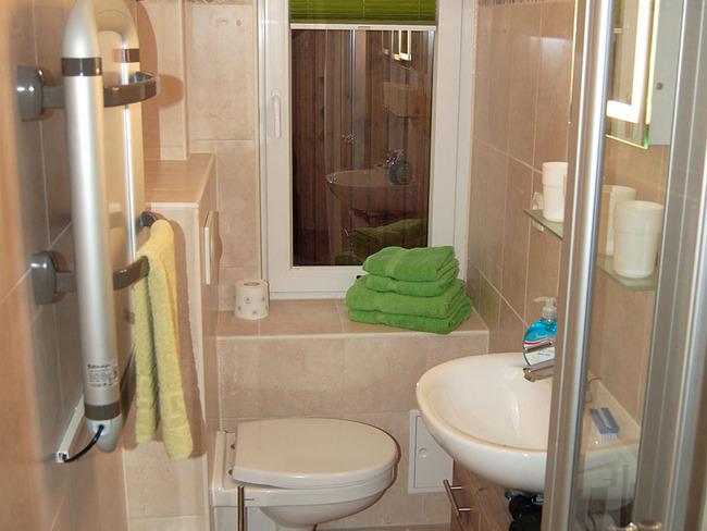 Haus 2 Bad mit Dusche und WC