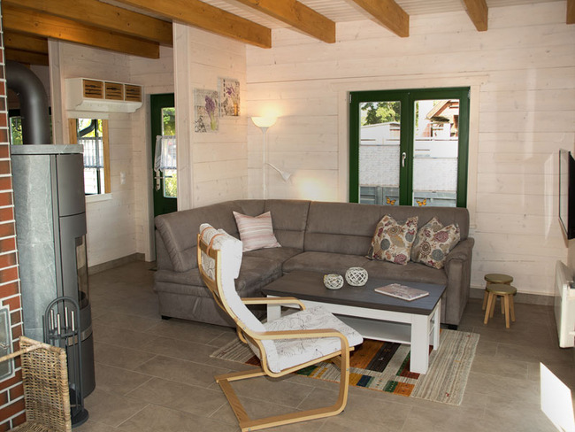 Haus 3 Wohnraum mit Couchecke und TV
