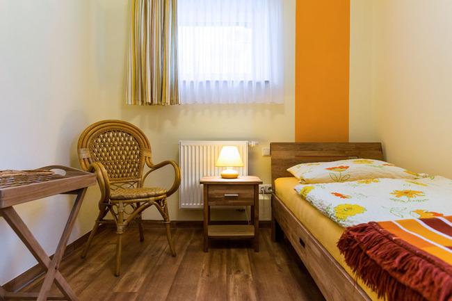 1-Bett-Zimmer-Bett+Bike-Landhaus-Rügeband