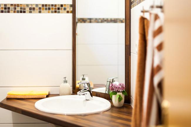 Badezimmer im Landhaus-Rügeband