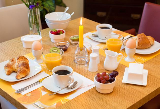Landhaus-Rügeband-Frühstück