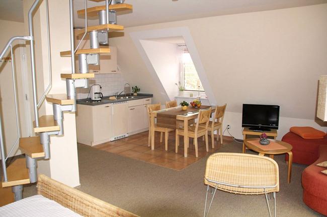 Appartement über zwei Ebenen mit offenem Wohnbereich