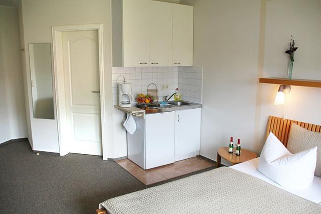 helles und freundliches Doppelzimmer mit Pantryküche