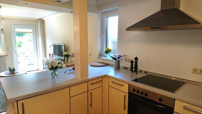 Ferienwohnung - offene Wohnküche mit Südterrasse