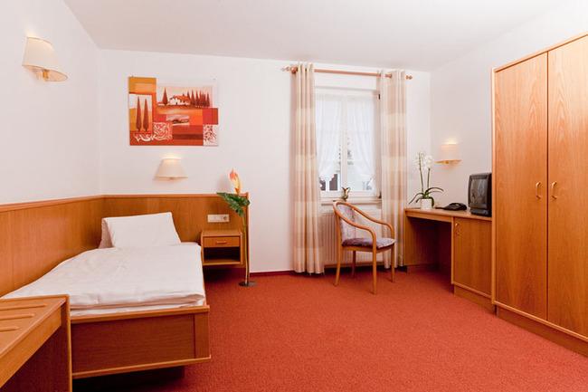 einzelbettzimmer-hotel-am-markt-roebel-mueritz