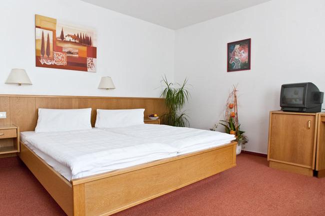 doppelbettzimmer-hotel-roebel-mueritz-mecklenburg