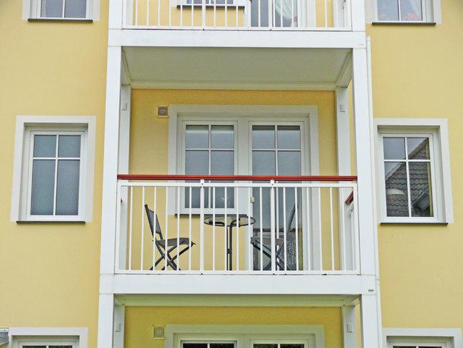möblierter Balkon nach Westen