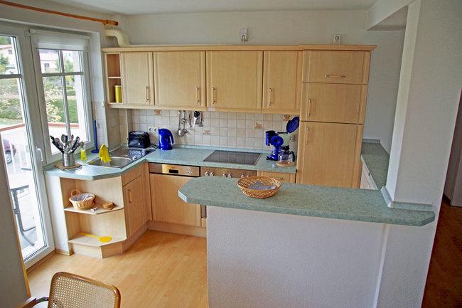 Küche mit Zugang zum West-Balkon