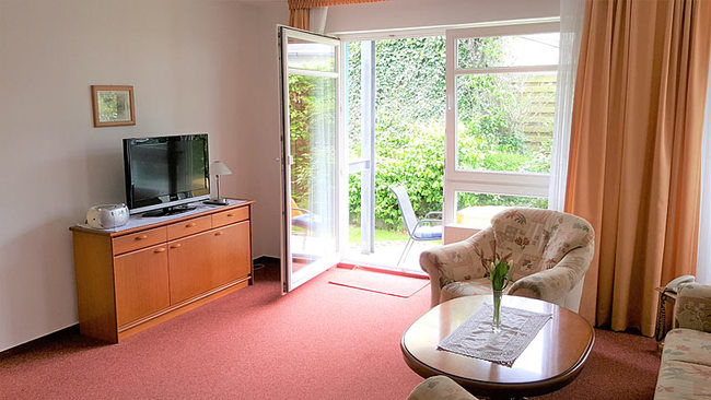 Wohnzimmer mit Couchecke & TV