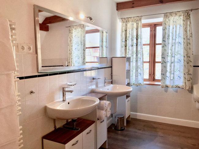 Haus Monika - Bad mit 2 Waschbecken