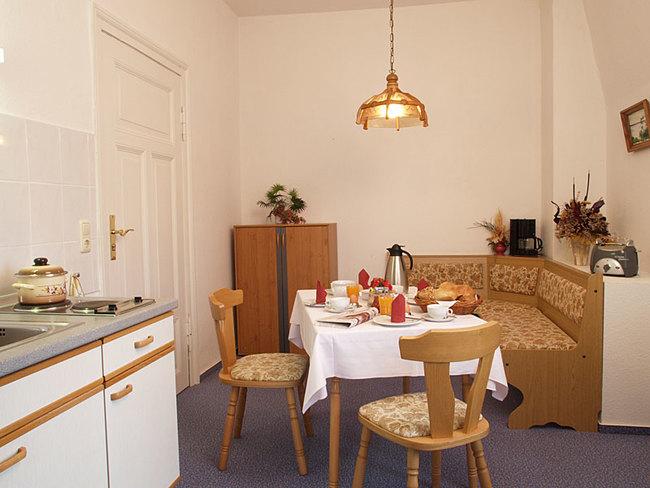 große Fewo - Küche mit Sitzecke