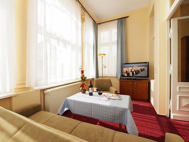 Doppelzimmer mit möblierter Veranda