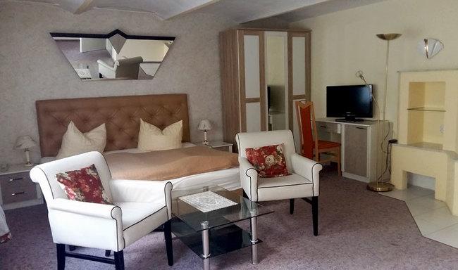 Kaminzimmer mit Doppelbett & Sitzecke