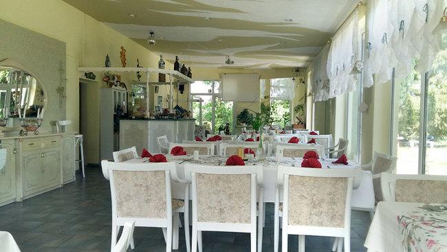 Restaurant mit Tresen