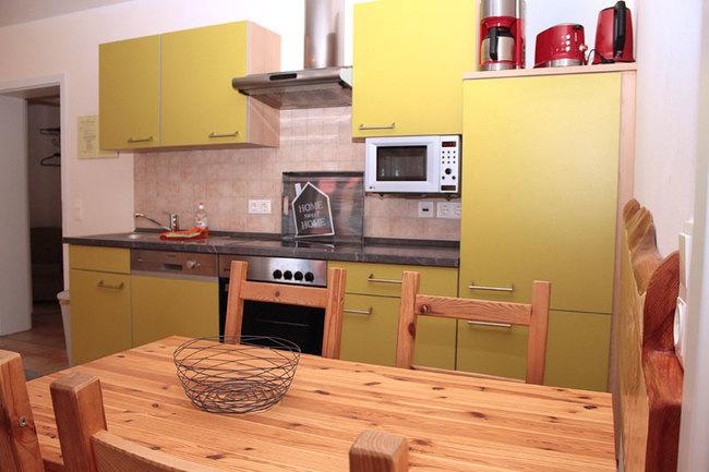 Küche mit Esstisch in Fewo 1 und 3