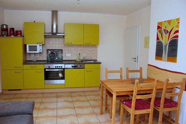 Küche mit Esstisch in Fewo 2 und 4
