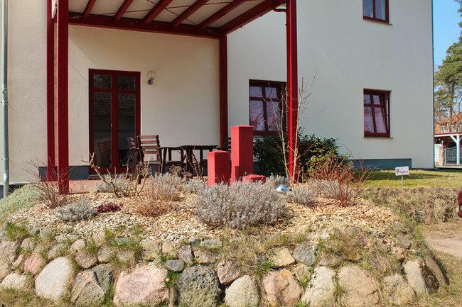 Ostseite vom Haus mit Terrasse