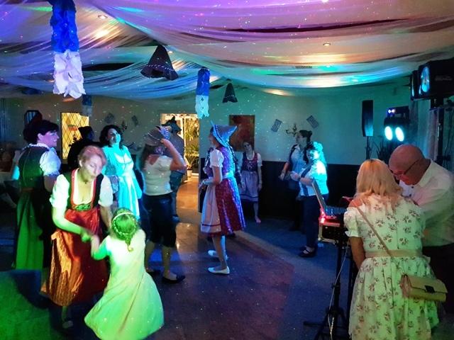 Tanz  zum Oktoberfest im Ferienpark Retgendorf