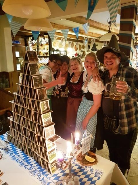 Bierdeckelpyramide  zum Oktoberfest im Ferienpark Retgendorf