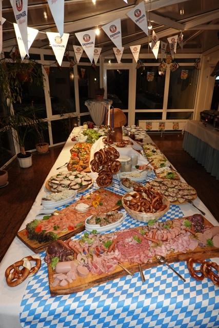 Bayerisches Schmankerlbüffet  zum Oktoberfest im Ferienpark Retgendorf