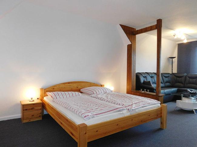 Fewo Daniel - Doppelbett im Wohn-Schlafzimmer