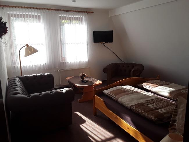 Doppelzimmer mit Ledersesseln