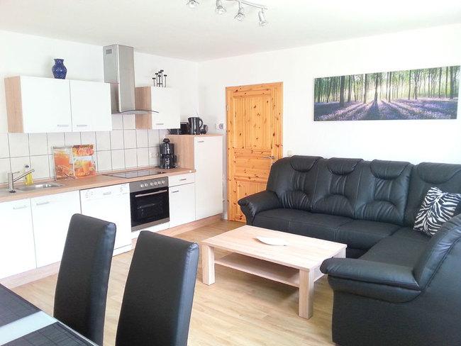 Fewo Hans - Wohnraum mit Küchenzeile