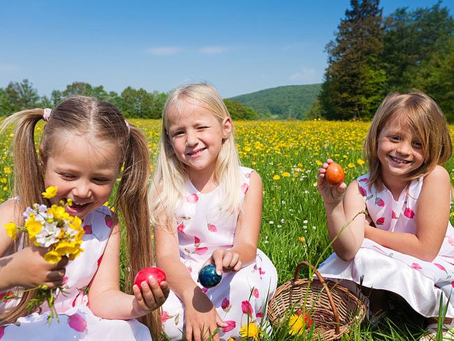 Kinder mit Ostereier