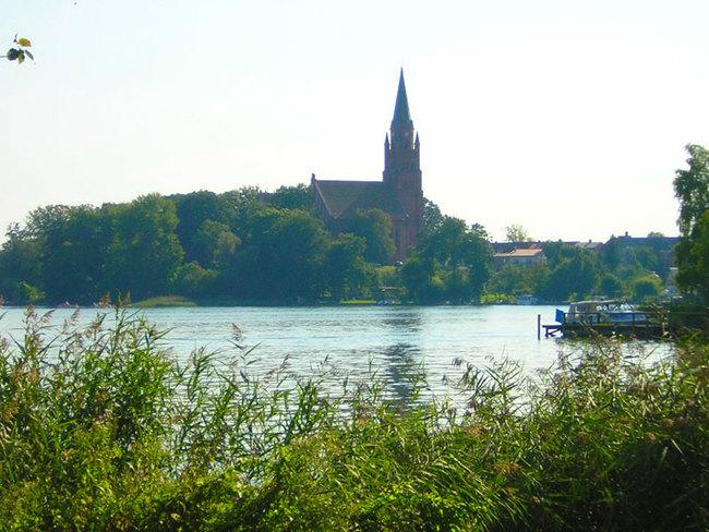 Blick auf die Röbler Stadtkirche
