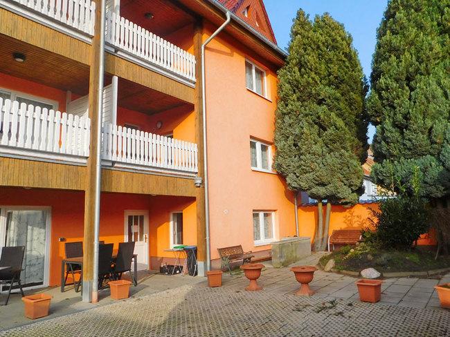 Appartementhaus mit Terrassen und Balkone