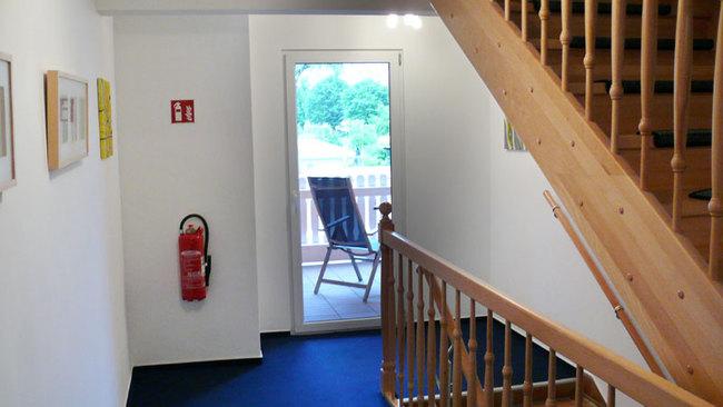 Flur mit Zugang zum Balkon