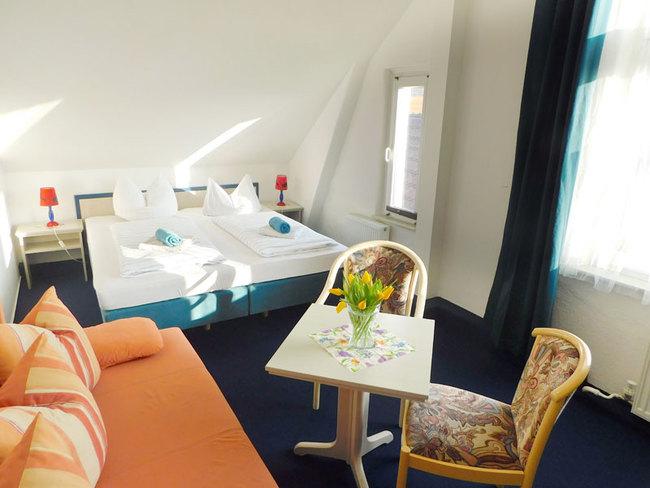 großes DZ mit Doppelbett & Sitzecke