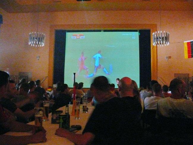 Fußball im großen Saal